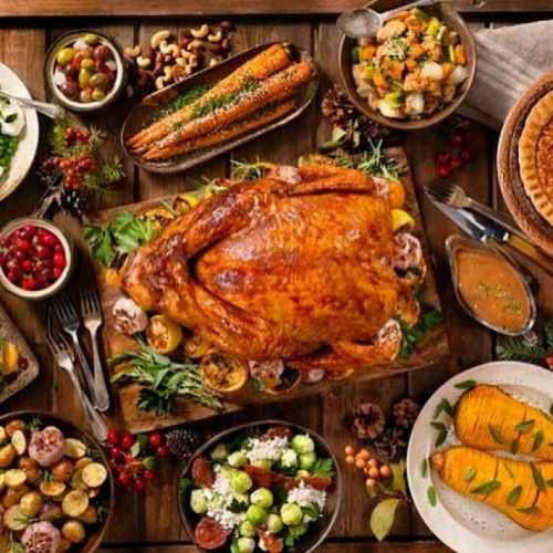 It's almost Turkey Day!! What's your favorite holiday dish? Comment your answer below: . . . . . #cuatcircauptown #circauptown #turkeyday #happythanksgiving #feast #goodfood #family #lifeofluxury #fanofthefinerthings #apartmentsforrent